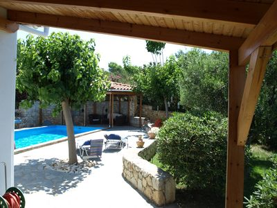 Photo for Gorgeous holiday home with pool in Crete, 2 km from the sea, free Wi-Fi