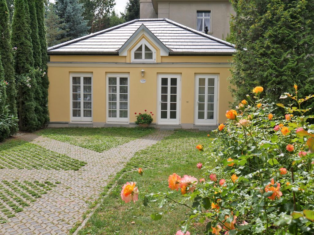 Idyllic Holiday Home With Romantic Garden And Wifi Centrally Located