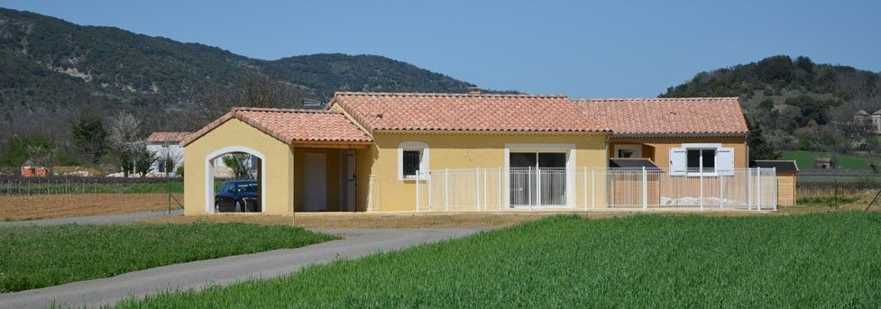 Location Vacances Villa Vallon Pont Du0027Arc: Face Villa