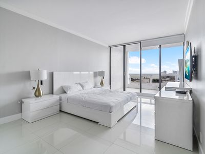 Photo for Grand 4244 | Downtown Miami | Deluxe 1BR | Marina View + Balcony
