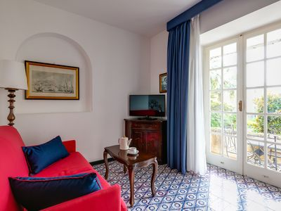 Photo for Lovely Capri apartment with terrace near Piazzetta