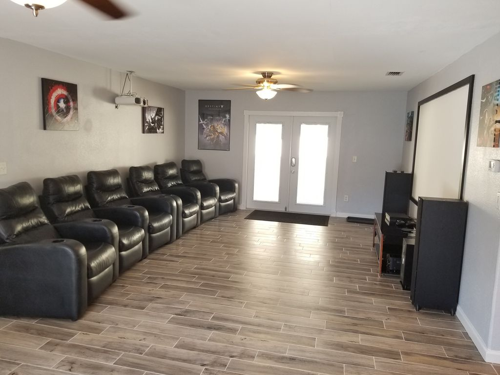 Beautiful home with Movie theater & Premium beds!