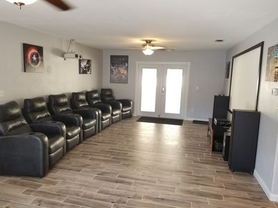 Beautiful home with Movie theater, Steam Sauna, Hot SPA, Pool & Premium beds!