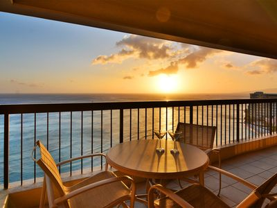 Spectacular Diamond Head and Ocean Views!  One Free Parking!
