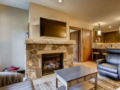 Photo for Beautiful condo, shared outdoor pool & hot tubs