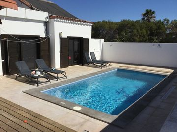3 bed 3 bath Bungalow, Private Heated Pool, Reverse Cycle Air-Con, Wifi, UK TV.