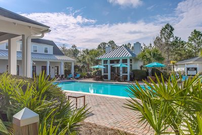 From the fabulous Residence club pool w/ hot tub, loungers and outdoor kitchen!
