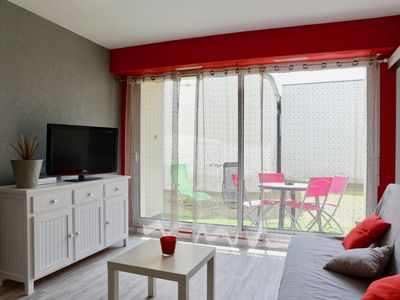 Photo for Apartment with private courtyard on the ground floor, 50 meters from the beach