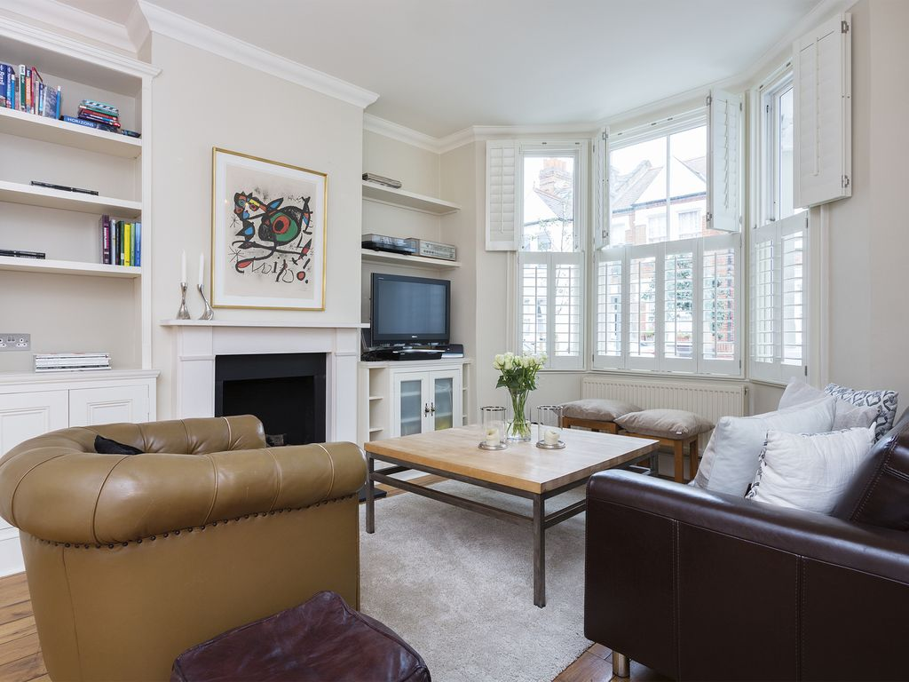 New England Style: A stylish 4 bed home with beautiful open plan ...
