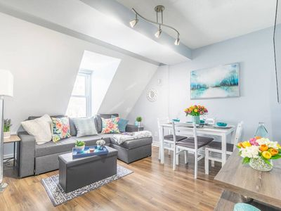 Photo for Bright and Stylish 1BR - Rooftop Deck - Downtown