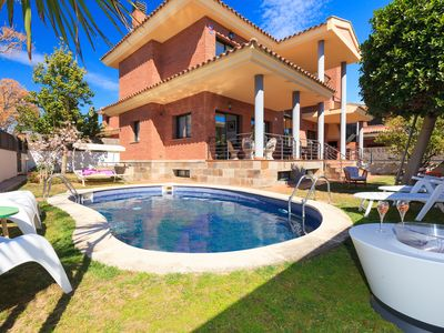 Photo for Villa Paradise Salou Center with spa, pool and parking