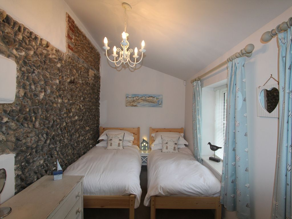 Eight bedroom main manor and a separate four bedroom gatehouse - Twin Bedroom In The Stables Feature Flint Wall
