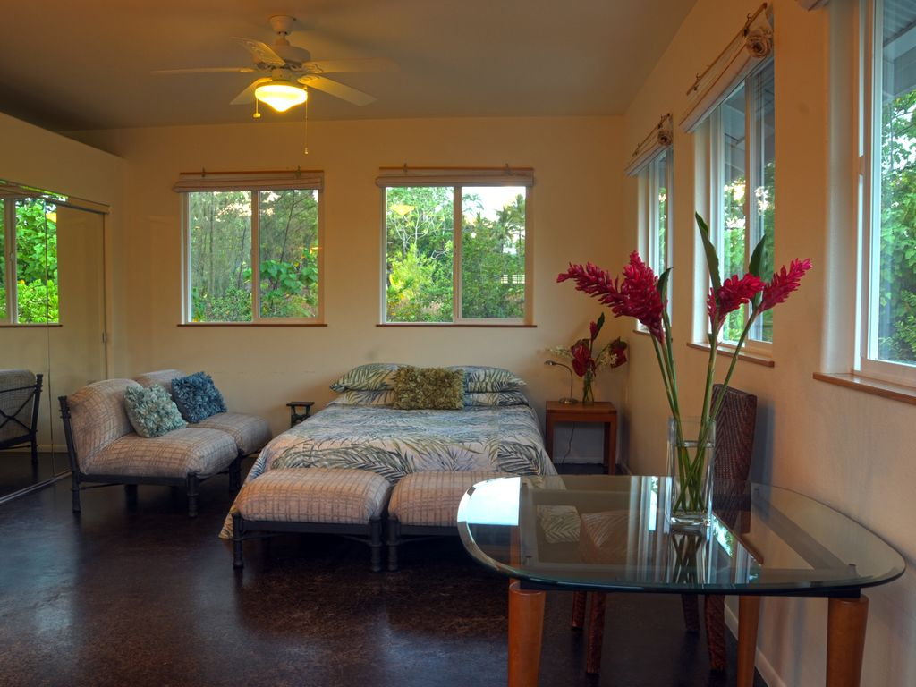 Oliana cottage near kalapana allergy fr homeaway for Allergic reaction to hot tub