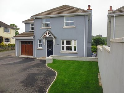 Photo for Modern detached house, 10 minute walk to large sandy beach