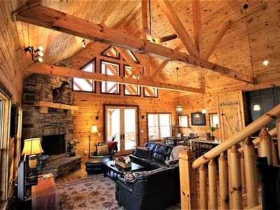 Nature lover's PARADISE. Loaded with hilly hiking trails & creeks. Upscale Cabin