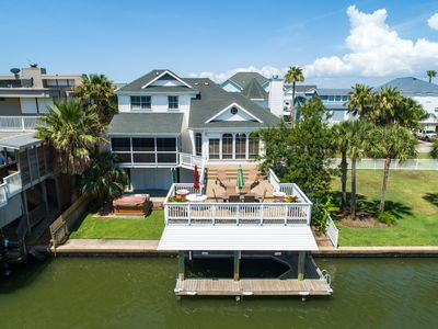Photo for Pirate's Perfect Pearl on Bay Canal w/ Boat Slip, Hot Tub, Fishing Lights!