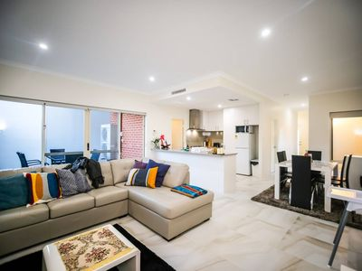 Photo for VIP Stays - Villa De Burswood Luxury 3BR Suite w/ King Bed FREE WIFI