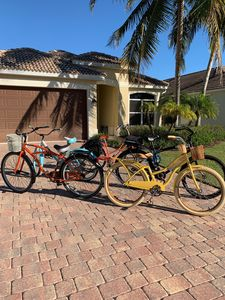 Photo for Walk or bike to beach & shopping & relax in private pool w/screened-in lanai!