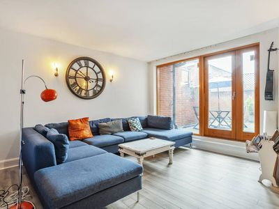 Photo for 2bed, 2bath apt in quirky Chalk Farm, 4min to tube
