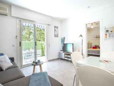 Photo for Charming pied à terre by the sea in the center of Antibes.