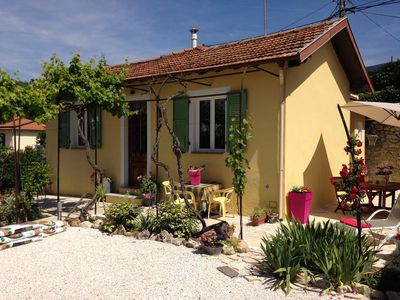 Photo for THE 43 - Pretty quiet house with fenced garden in downtown La Trinité