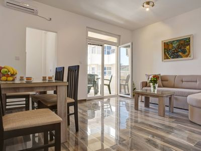Bedroom apartment, close to the beach, modern look, family/couple-friendly