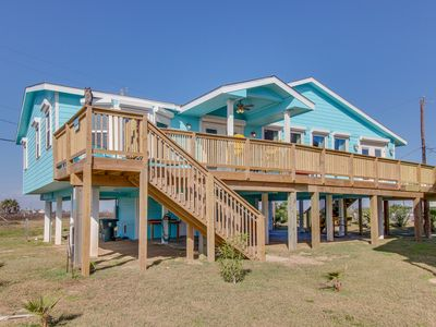 New, Dog-Friendly Cottage with Two Main Suites, Free WiFi, and Ocean Views!