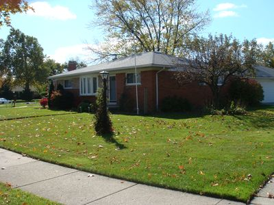 Safe, Quiet, secure Neighborhood close to Detroit Metro Airport