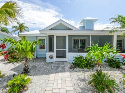 Tropical Breeze Resort - 2 Private Patios. Courtyard Views. Short Walk to Siesta Key Village and Beach. INCLUDED: Daily Housekeeping, Bikes, 2 Pools/1 Spa, Beach Chairs, Beach Towels, WiFi, Parking , Games, BBQs and More!