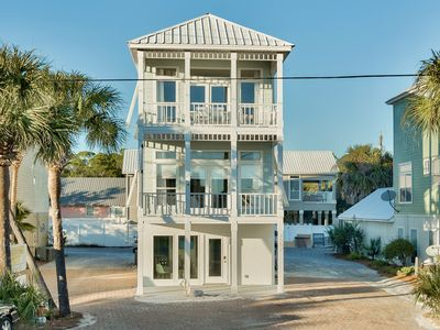 """Photo for Seagrove Beach """"Pineapple Paradise"""" with Gulf Views Across from Beach Access"""
