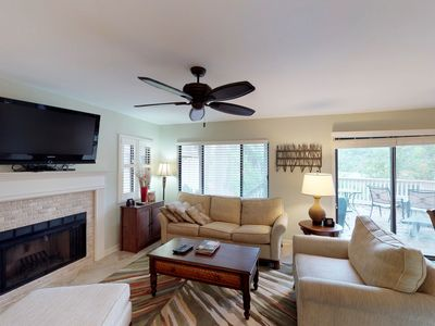 Photo for Cozy condo w/ deck, lagoon & golf course views, shared pool & easy beach access!