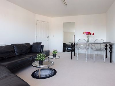 Photo for Modern, Stylish 1 Bed In Shadwell