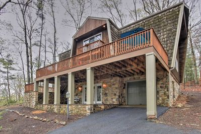 This home boasts accommodations for 10 guests.