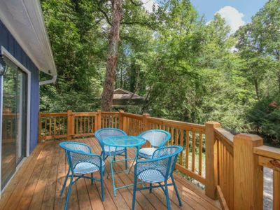 Photo for Cozy Asheville cottage overlooking the Swannanoa River (river access, fireplace)