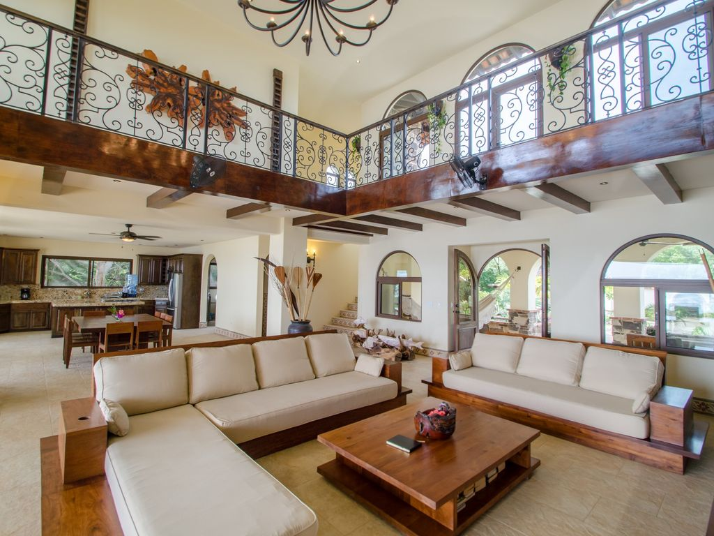 Colonial style beachfront mansion on nicaragua 39 s best for Decoracion de casas antiguas