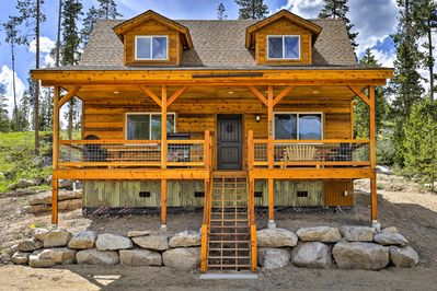 This cabin boasts 1 bedroom, 2 bathrooms and space for 2!