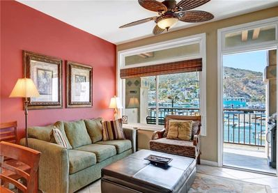 107PB - LIVING ROOM WITH OCEAN VIEW