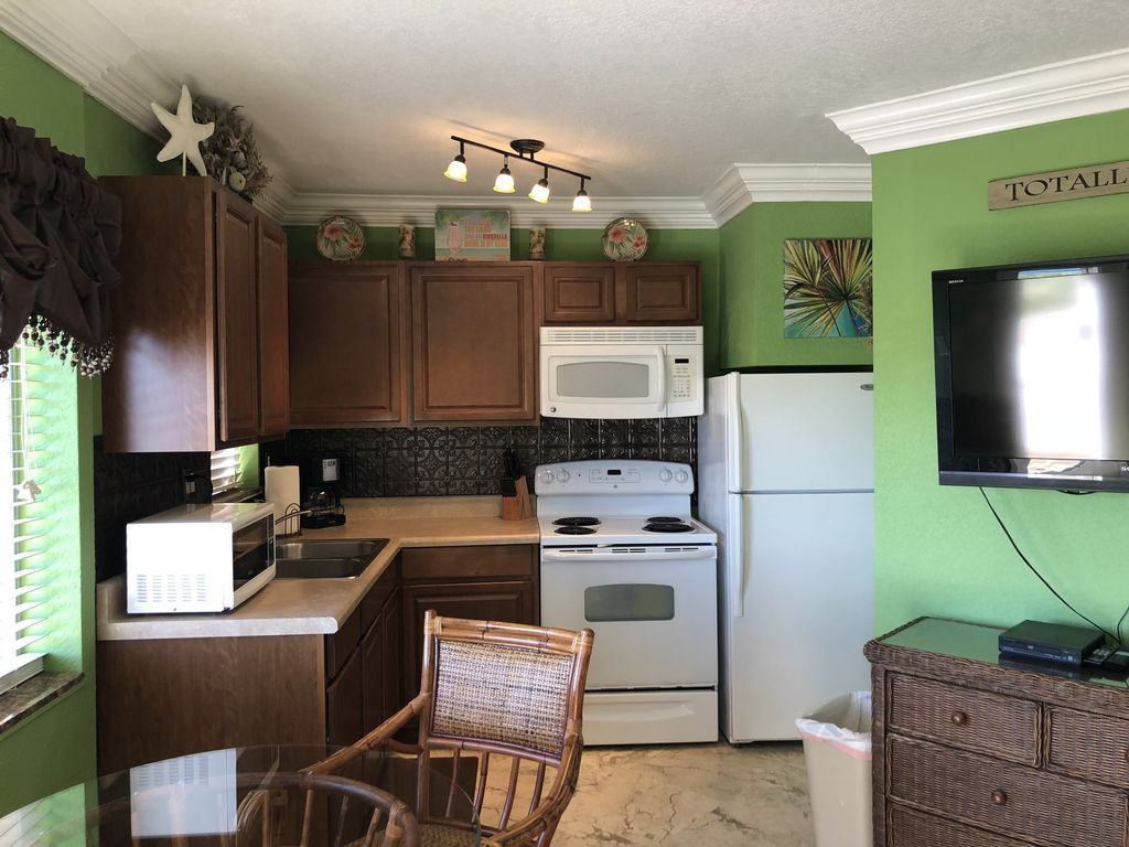 Beach front condo south florida grand studio taille dort for Grande cuisine complete