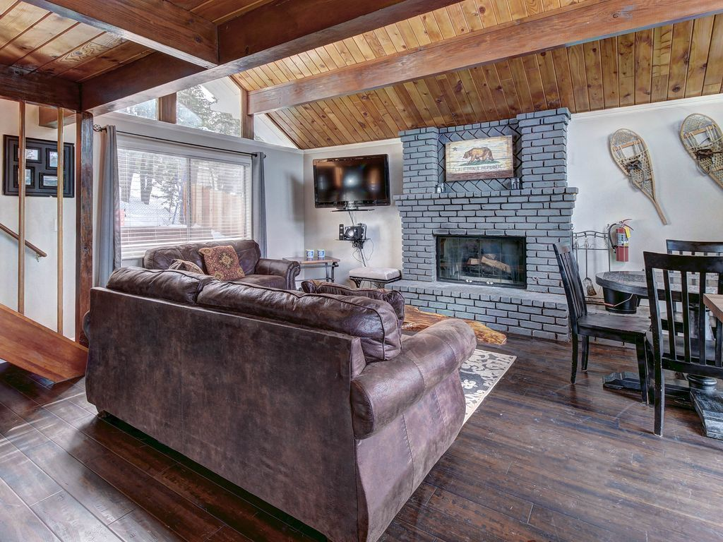 Dog Friendly Ski Cabin With Private Hot Tub And Plenty Of Fun Games