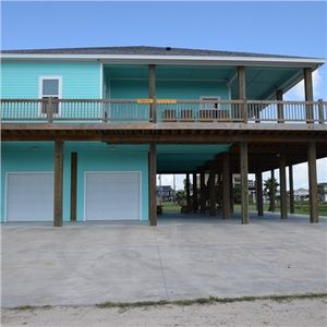 Photo for Fantastic 2132 square feet 4 bedroom home - screened in porch -- Fins Up