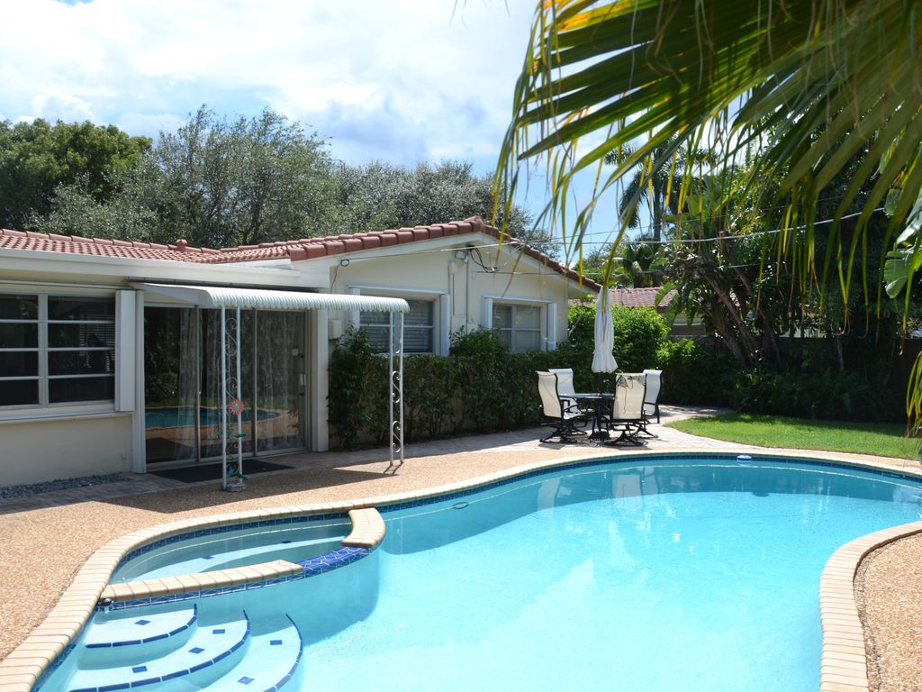 tropical garden lovely private pool homeaway lighthouse point