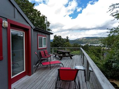 Photo for Quaint and cozy 2 bed home in downtown Hood River, AMAZING Views off the privacy deck