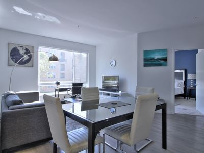 Photo for Large Urban Flat 2BR w/ Pool + Spa & Gym + More!