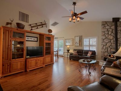 Photo for Beautiful Family Cabin - Short drive to Bass Lake Beaches - 2100 sq ft