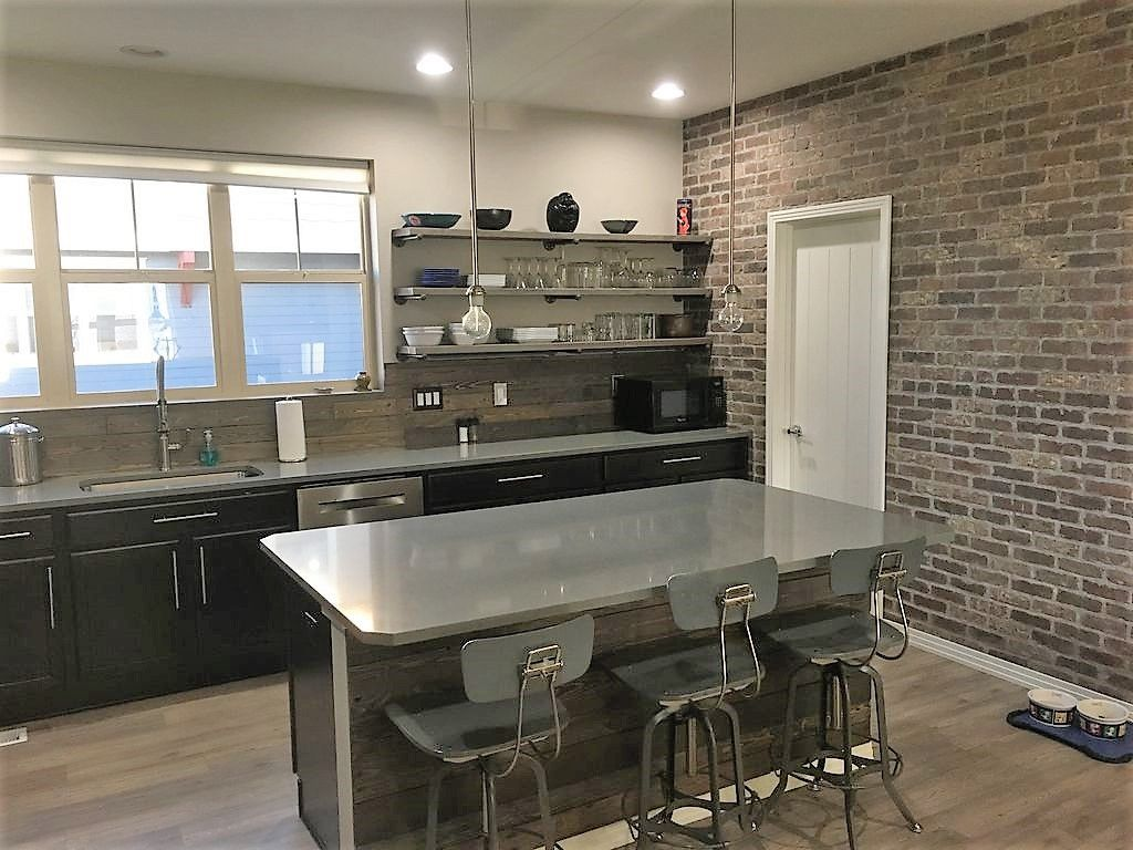 Gorgeous contemporary open floor plan for your family pup 15min to boulder