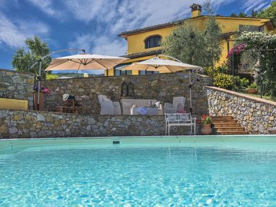 Photo for Cantagrillo Villa, Sleeps 8 with Pool and Air Con