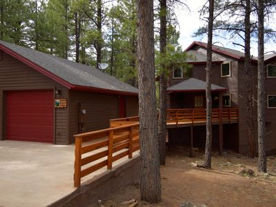 Photo for Exclusive Cabin On 5 Acres, 3 Mi from downtown