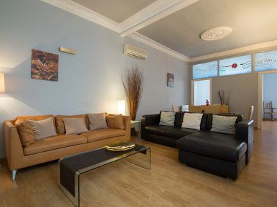 Photo for Luxurious, spacious and modern apartment in a superb central location.