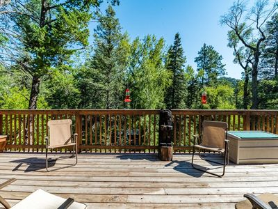 RiverRidge Getaway: 3 Bedroom, 3 bath Upper Canyon Cabin on the River!