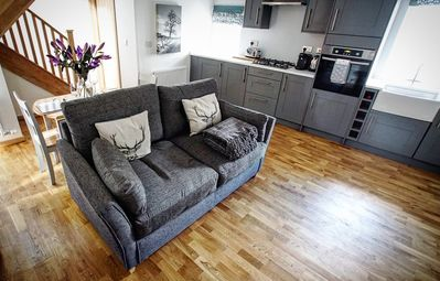 Photo for Central Scotland holiday cottage, sleeps 4, with wood fired hot tub.